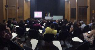 Evento do CRF-MT, alusivo ao Outubro Rosa, lota o Auditório do Conselho em plena quinta-feira à noite